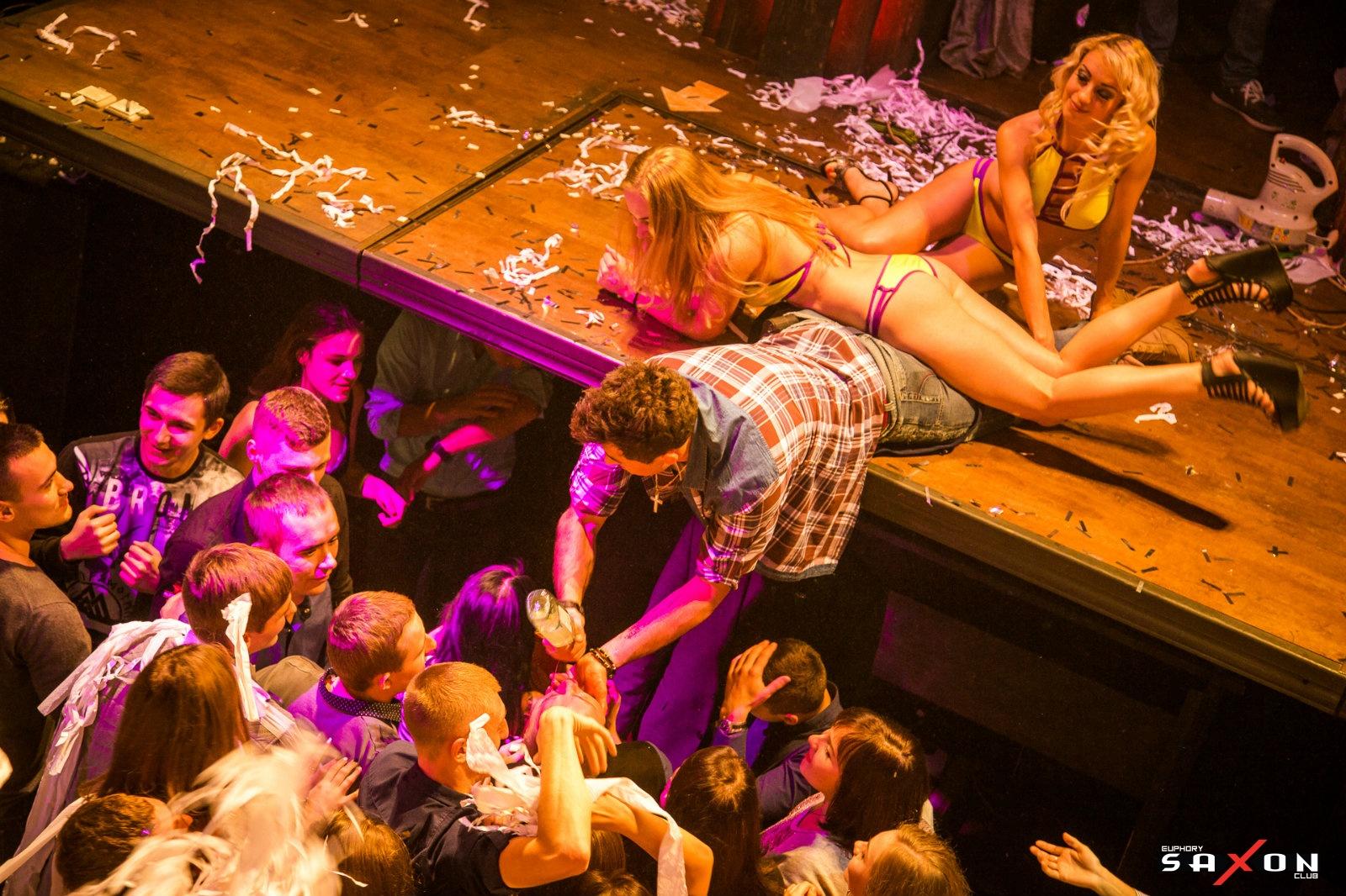 Смотреть онлайн жёсткая вечеринка, Порно вечеринки - бесстыдные Секс Вечеринки пьяных 1 фотография